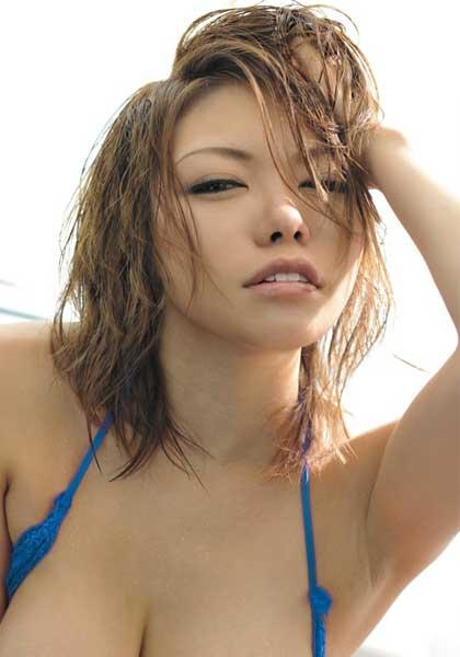 Nana Aoyama