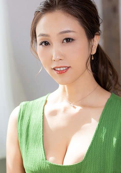 Rena Aoyama